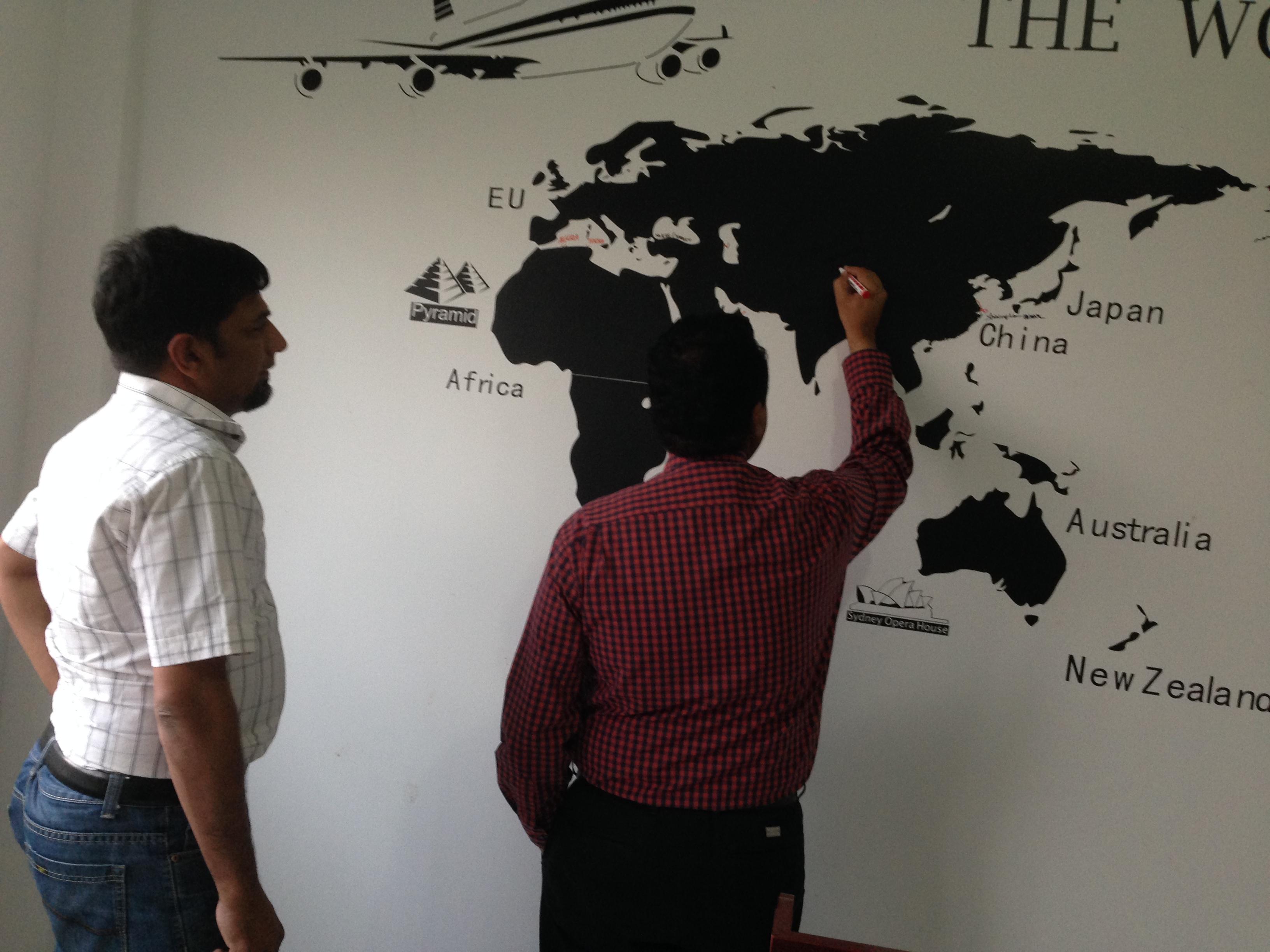 Os clientes do Paquistão vieram visitar a linha de produção de algodão não colado
